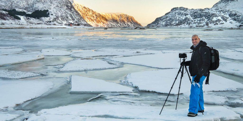 Xavi fotografiando en Lofoten